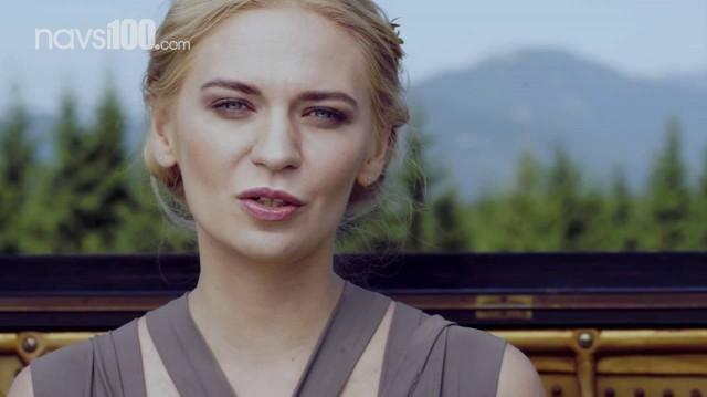 У новому кліпі Alloise показала несвідоме через людей у целофані