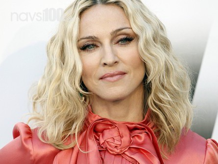 Суд заборонив продавати старі труси Мадонни