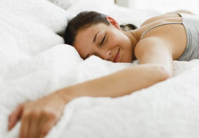 Вчені науково підтвердили, що їсти перед сном не варто. Але в кожного цей час різний