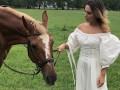 Джамала прикрасила обкладинку глянцю та показала зйомки з конем