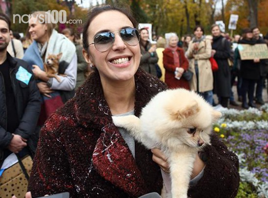 Джамала з чоловіком і песиком вийшла на Марш за права тварин