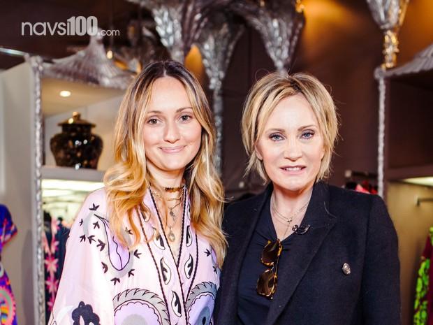 Известная французская певица посетила дизайнерский магазин вышиванок в Киеве